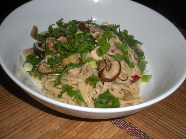 Pantry special! Pasta with tuna, mushrooms, arugula and olives ...