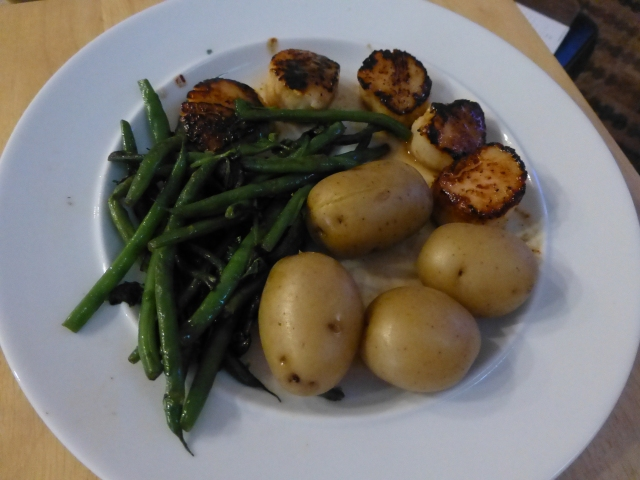 Seared scallops with new potatoes and green beans