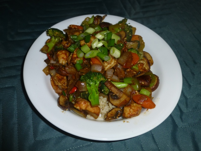 Stir-fry shrimp with vegetables and brown rice