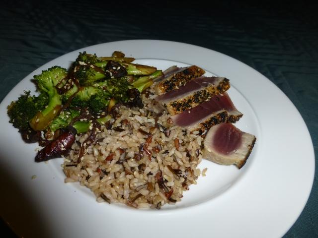 Seared tuna, rice and broccoli