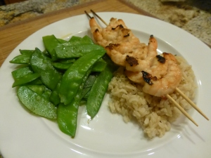 Grilled shrimp, brown rice and pea pods