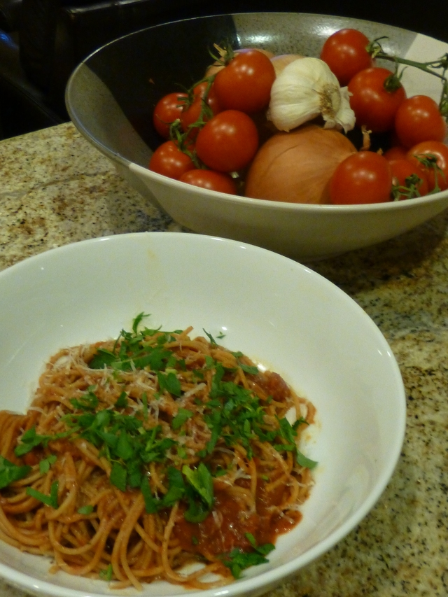 Whole wheat spaghetti with tomato basil sauce