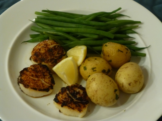 Seared scallops, green beans, and new potatoes