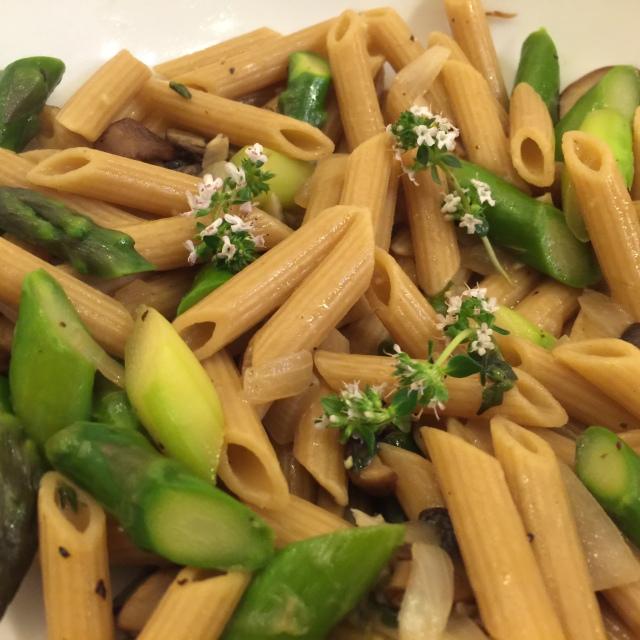 Penne and asparagus