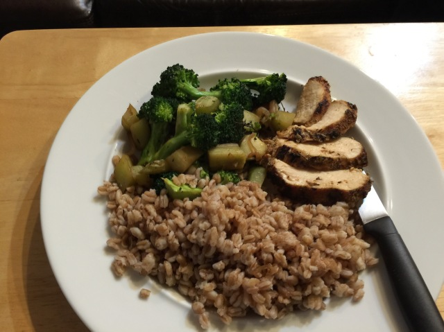 Chicken breast with farro and broccoli