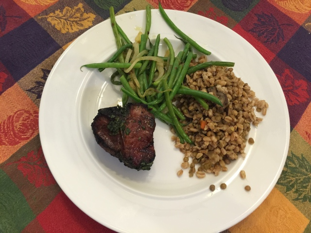 Lamb chop with farro and green beans