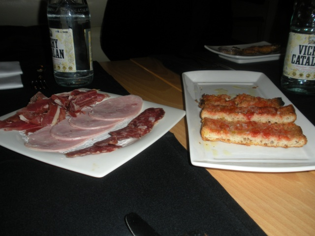 Assorted salami and pan con tomato at Matamala in Barcelona
