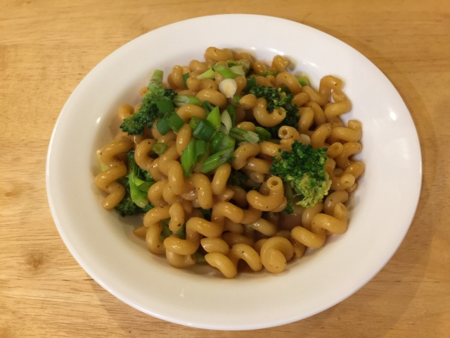 Pasta with broccoli and peanut sauce