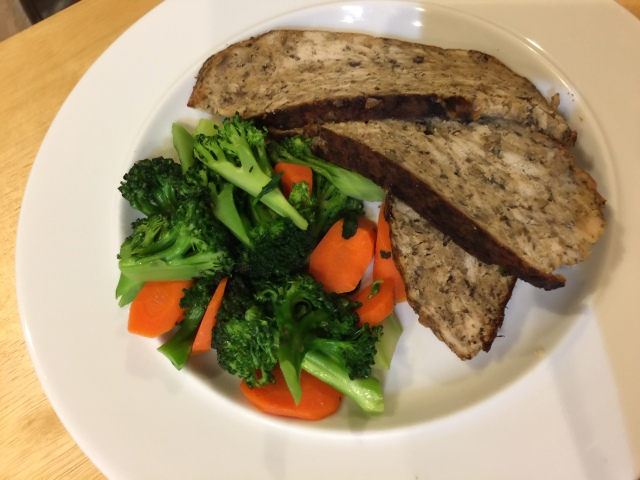 Turkey meatloaf with broccoli and carrots